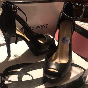 Beautiful black heels!